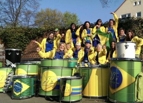 Samba-Beija-Flor-bunt-wie-ein-Kolibri-54